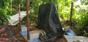 upcycling how to build a DIY compost shed - 4 Compost_Shed_-_Upright_Supports