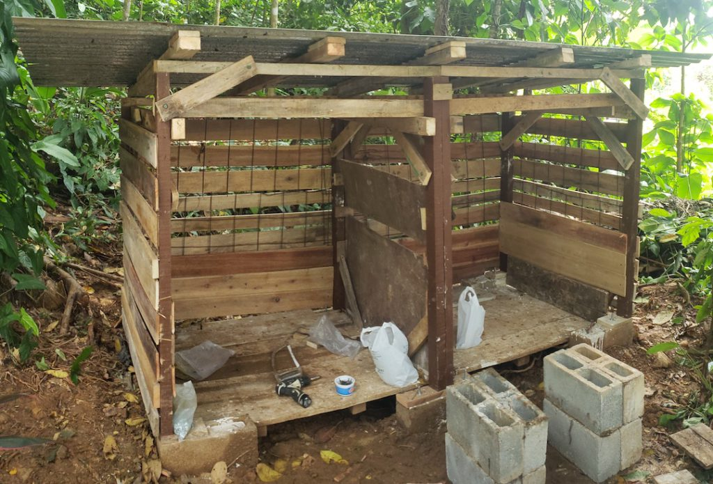 upcycling how to build a DIY compost shed - 6 Compost Shed - Roof